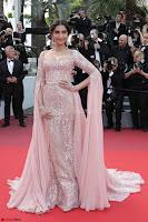 Sonam Kapoor looks stunning in Cannes 2017 018.jpg