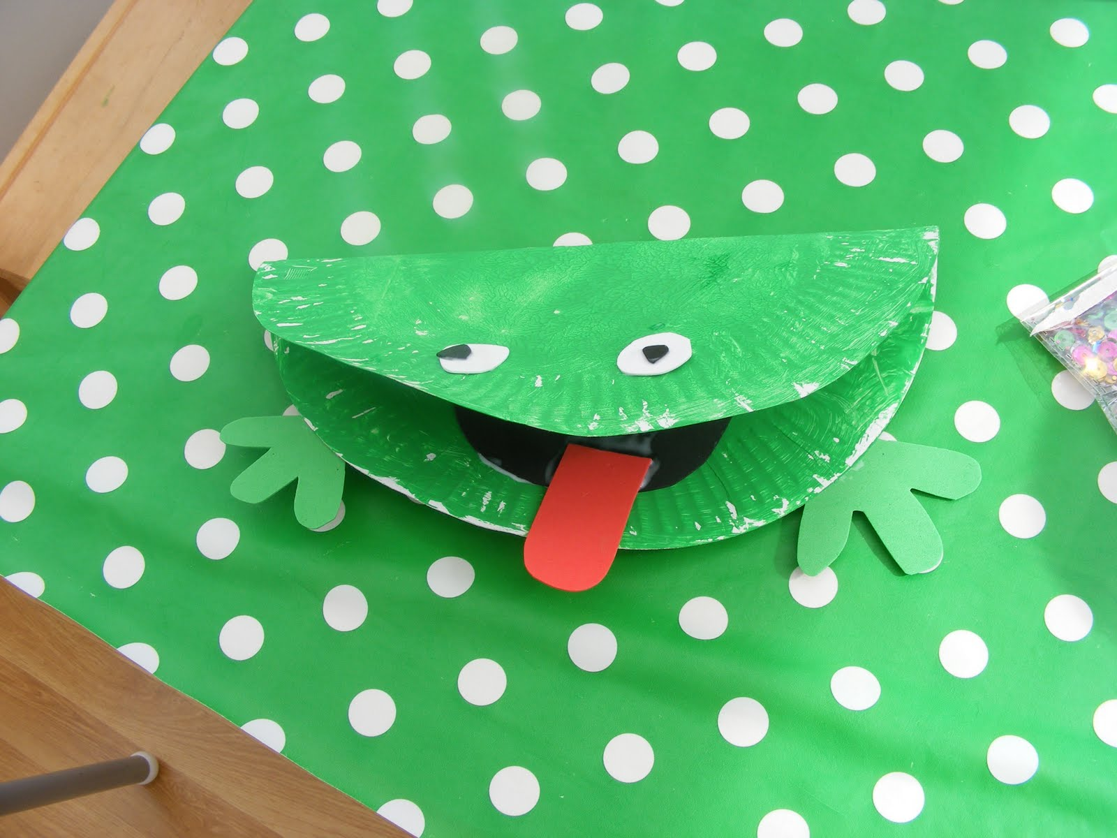 Adventures @ Play: Paper Plate Craft #2 Frogs!