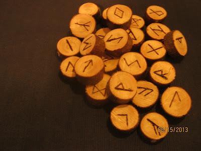 Outils divinatoire, runes nordiques