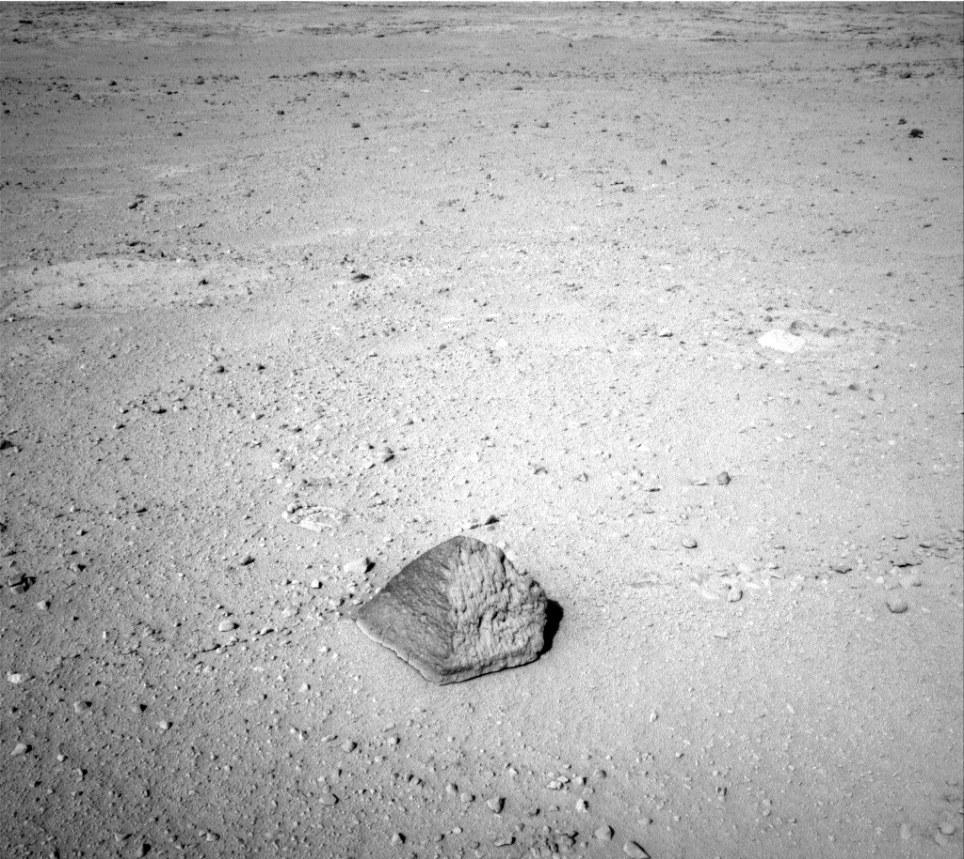 Mars Pyramid : NASA Curiosity Rover Photographed Pyramid ...