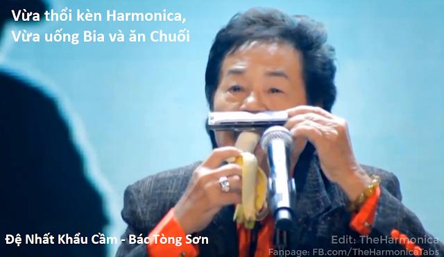 Bác Tòng Sơn, Vừa thổi Harmonica, vừa uống Bia và ăn Chuối