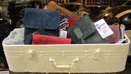 Cajón estante vintage y bolsitos piel