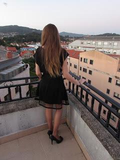 Falda negra con transparencias