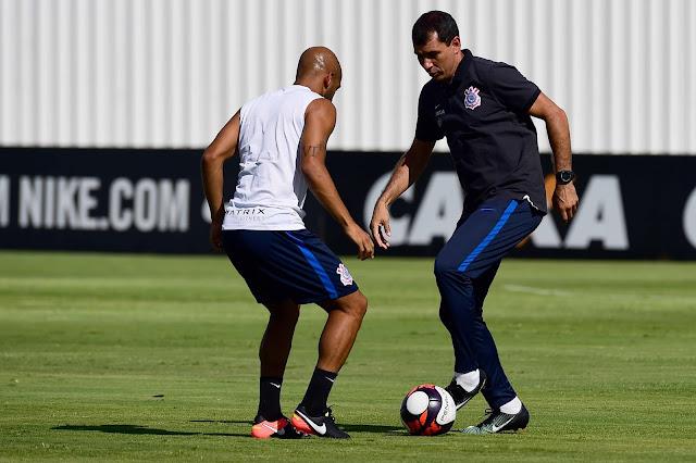 Timão tenta apagar imagem deixada na derrota por 2 a 0 para o Santo André (Foto: Sergio Barzahi/Gazeta Press)