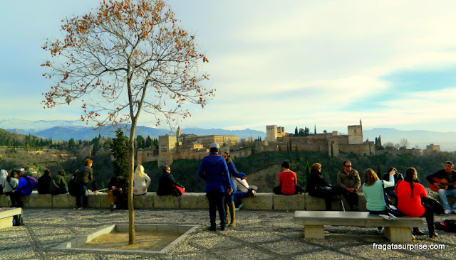 Granada, Andaluzia: a Alhambra vista do Mirante de San Nicolás, no Albaicín