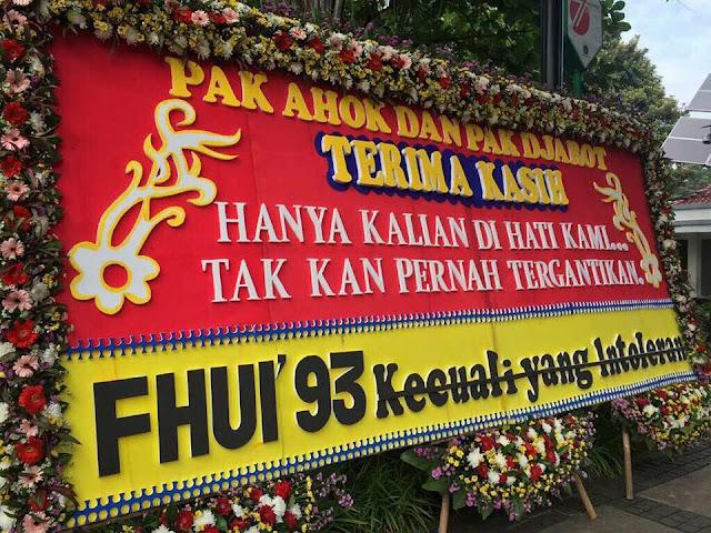 Menyeret Fakultas Hukum UI di Karangan Bunga Ahok