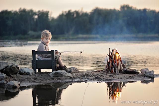 Portret stylizowany dziecka,małego wędkarza nad rzeką w Lublinie
