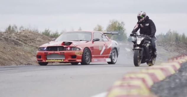 ΒΙΝΤΕΟ: Nissan Skyline εναντίον μοτοσικλέτας