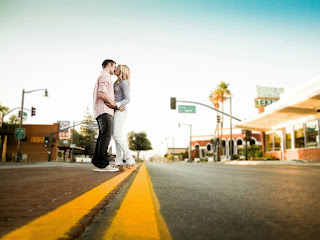 Young-lovers-kissing-in-street-road-HD-image.jpg