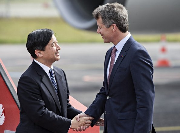 Crown Prince Frederik and Crown Princess Mary welcomed Crown Prince Naruhito at the Copenhagen Airport