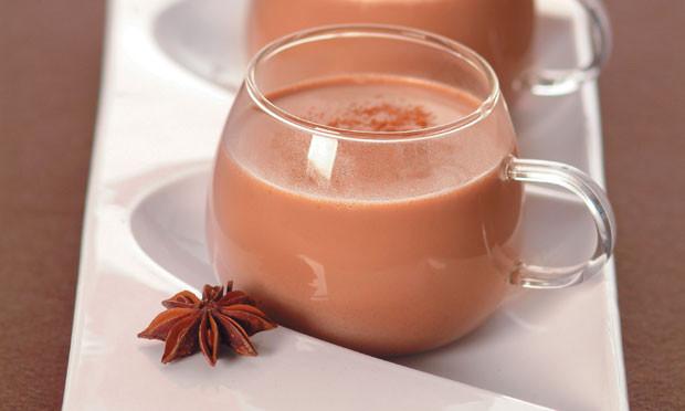 Chocolate Quente com Cravo e Canela