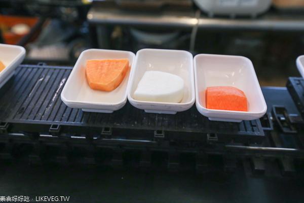 台中南屯本草堂素食迴轉火鍋|素食吃到飽,小火車將美食送到面前
