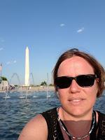 Bianca in Washington DC voor het National Monument, voor een fontein.