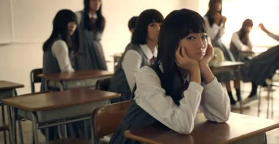 Esse comercial com colegiais japonesas é surpreendente!