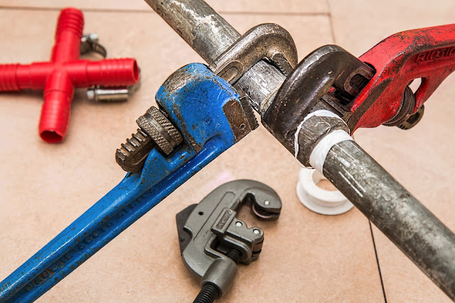 https://pixabay.com/en/plumbing-pipe-wrench-plumber-840835/