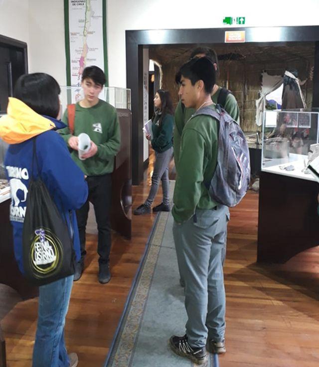 23 alumnos de San Juan de la Costa visitaron oficinas de Sernatur