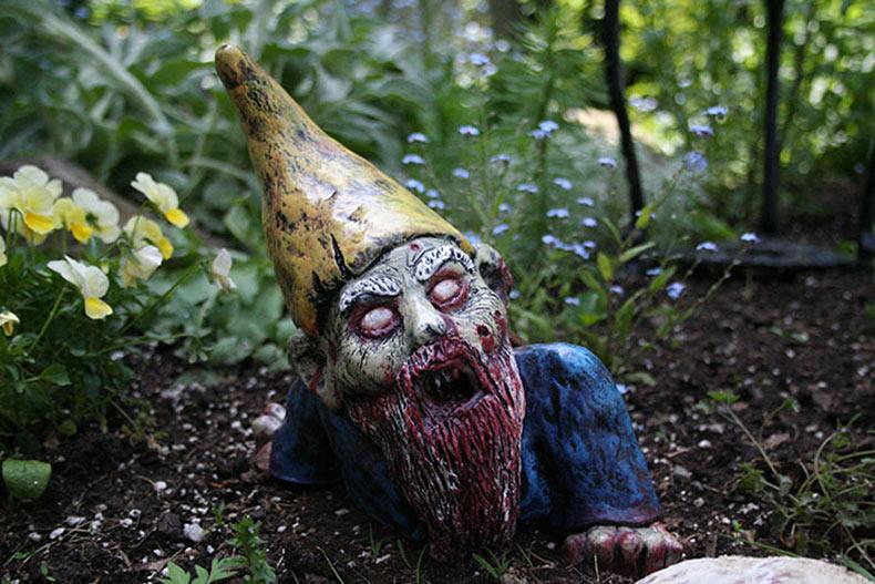 Gnomos zombis son una manera perfecta para mantener a todos lejos de tu césped