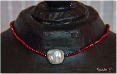 Gargantilla con perla barroca blanca. Joyería artesanal personalizada