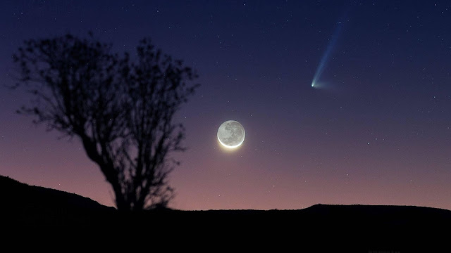 Comet PanSTARRS and Moon