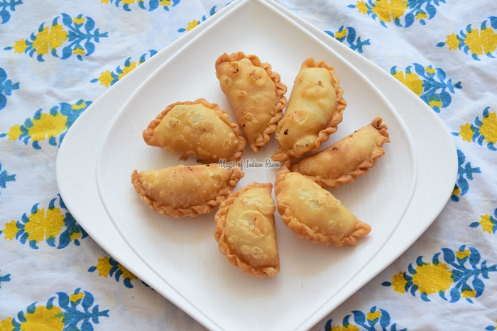 Mini Dry Sweet Gujiya - Sooji Ki Karanji - Gujarati Sweet Ghugra - Priya R - Magic of Indian Rasoi