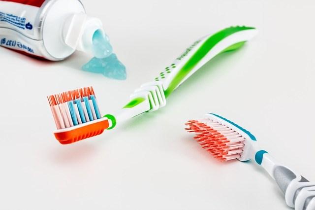 Memanfaatkan kembali sikat gigi bekas