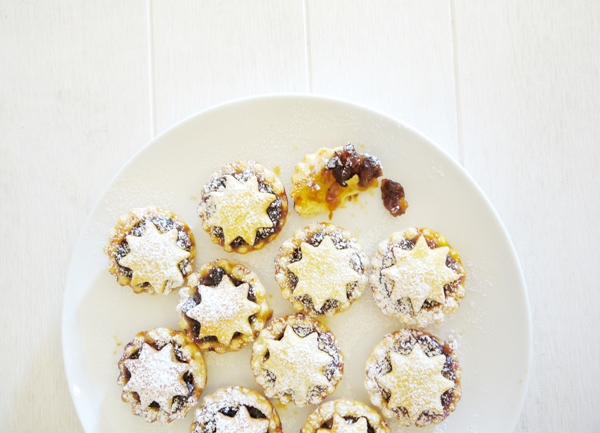Super Easy British (Sweet) Mince Pies Recipe - BirdsParty.com