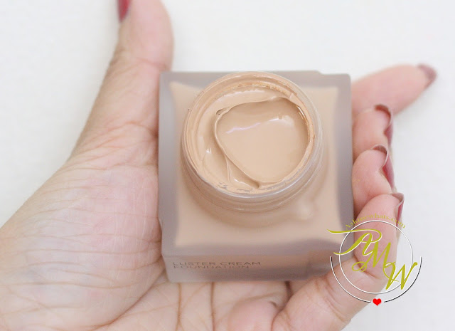a photo of Kanebo Luster Cream Foundation Review in Ochre D by Nikki Tiu of www.askmewhats.com