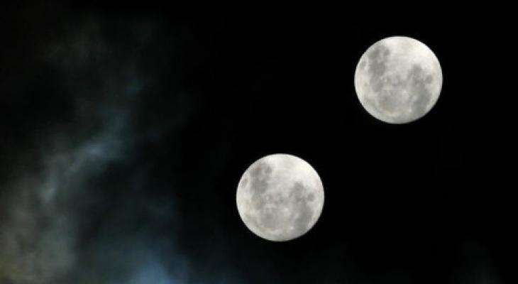 увидеть две луны