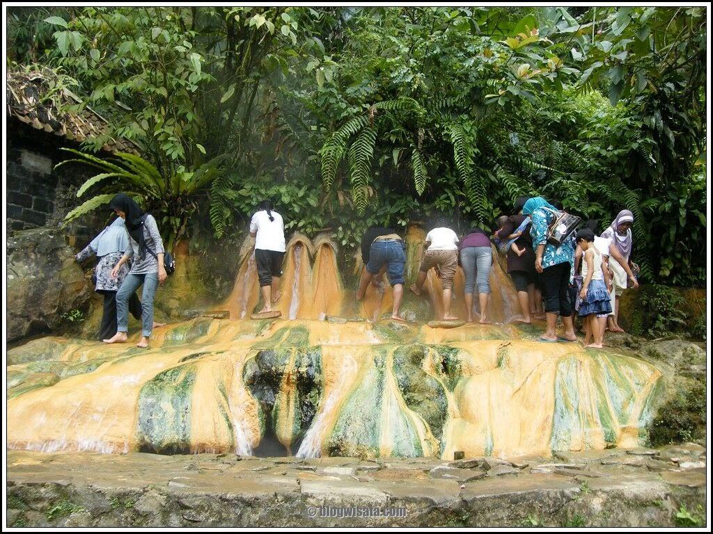 Objek Wisata Baturaden Pancuran Pitu Yang Mempesona