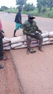 Drunk mobile policeman allegedly threatens road users in Benue State with gun