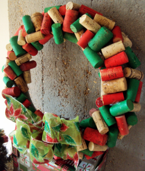 If you collect wine corks, this christmas wine cork wreath is the perfect DIY project for you