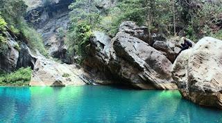 menikmati keindahan danau tua di sanghyang heuleut cipatat