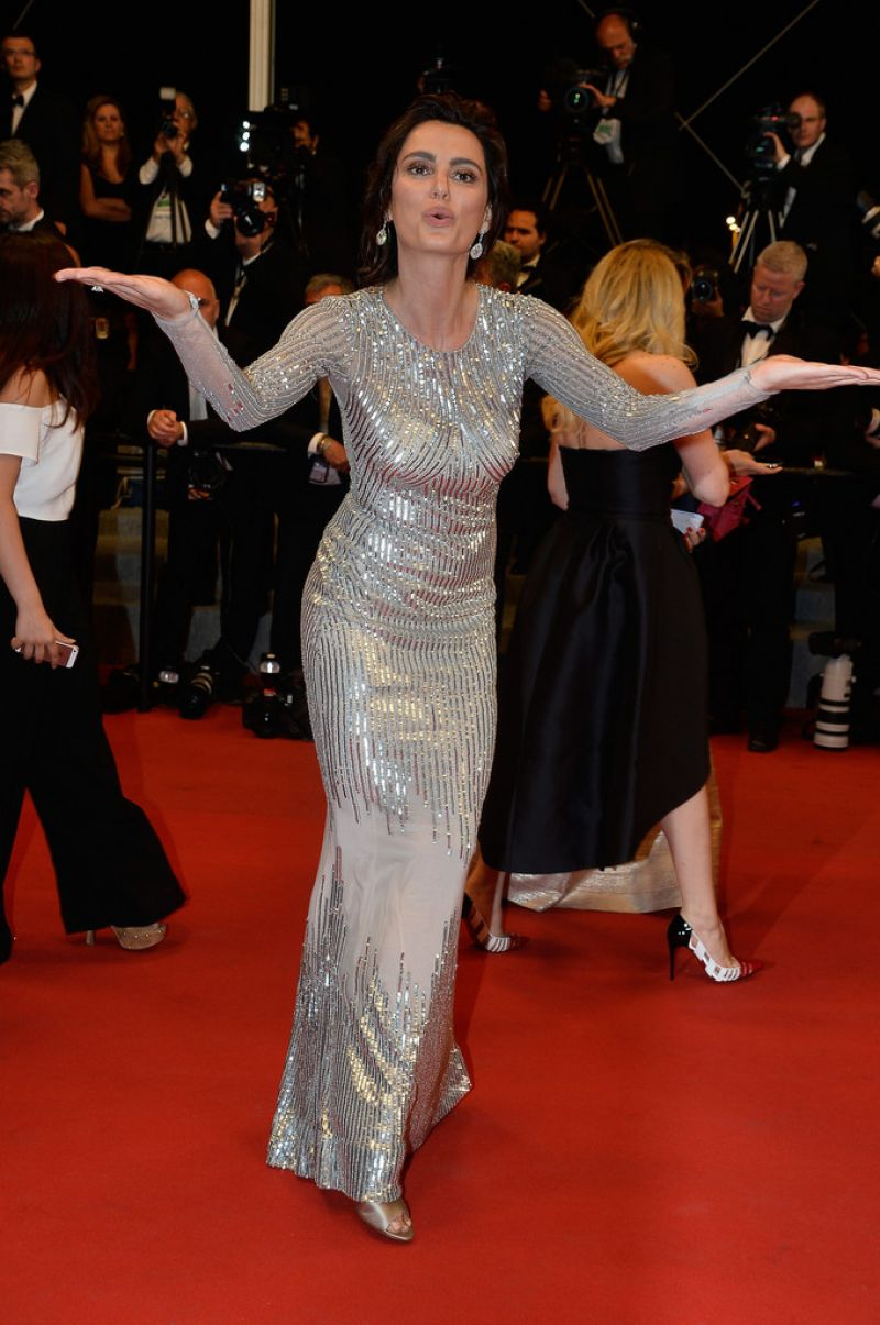 Full HQ Wallpapers of Romanian Model Catrinel Menghia Il Racconto Dei Racconti Premiere At 2015 Cannes Film Festival