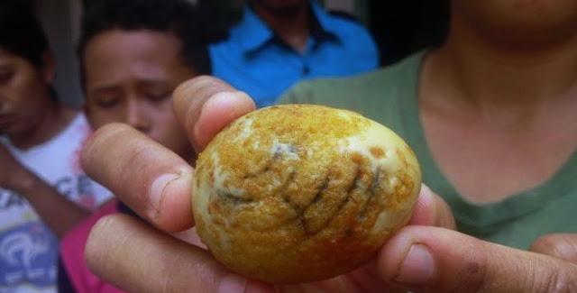 Subhanallah, Telur  Ini Bertuliskan Lafadz Allah Setelah Direbus Dan Digoreng