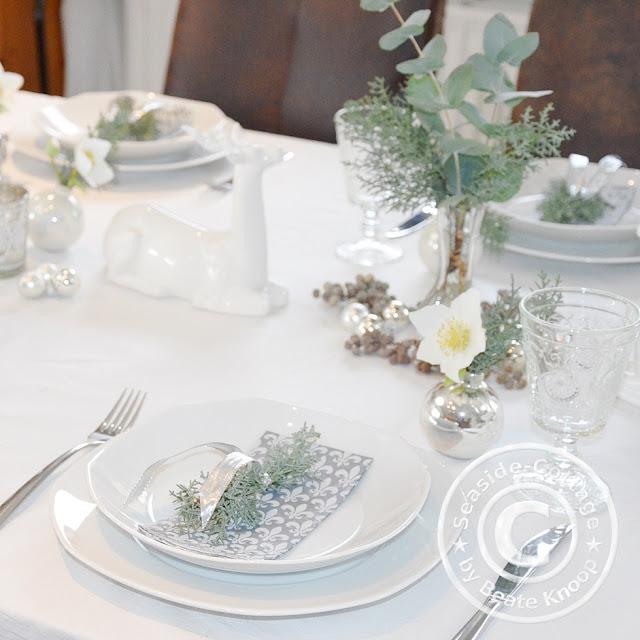 seaside cottage f r den heiligen abend festliche tischdeko mit christrosen. Black Bedroom Furniture Sets. Home Design Ideas