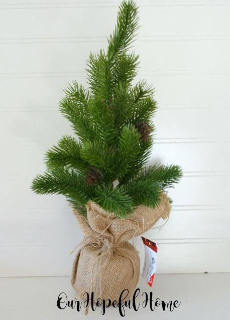 mini Christmas spruce tabeltop decor burlap sack