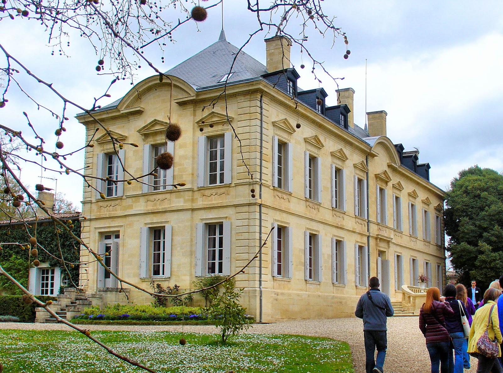 Elegance and opulence come to mind when admiring the early 19th-century Chateau Siaurac located in the Pomerol appellation on the right bank. Currently the chateau is undergoing a major renovation to restore its grandeur!