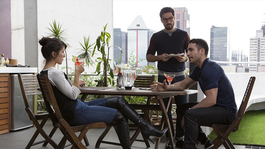Fotografía de Erendira Ibarra, Alfonso Herrera y Miguel Angel Silvestre en Sense8 de Netflix