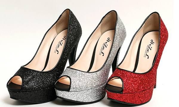 Chọn một đôi giày có màu sắc phù hợp sẽ giúp chủ nhân có vận khí tốt