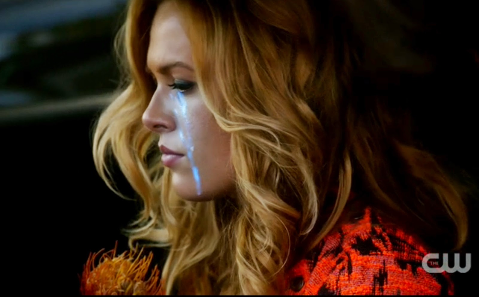 Taylor glowing blue tears Star-Crossed pics photos images