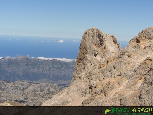 Vista del Picu Urriellu desde la Torre de los Horcados Rojos
