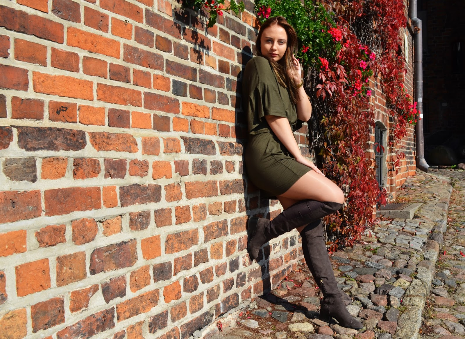 OVER KNEE BOOTS & GREEN DRESS