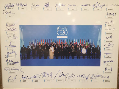 Signed photo of the G20 leaders in Antalya