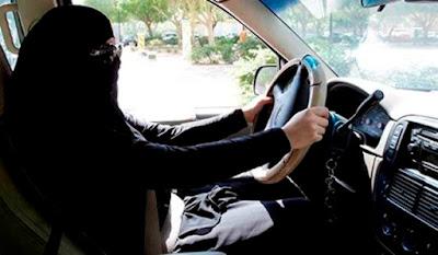 Wanita Saudi mengemudi mobil