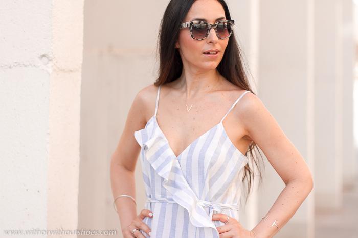 Blogger influencer con ideas de look con vestido midi de lino para vestir verano paseo oficina