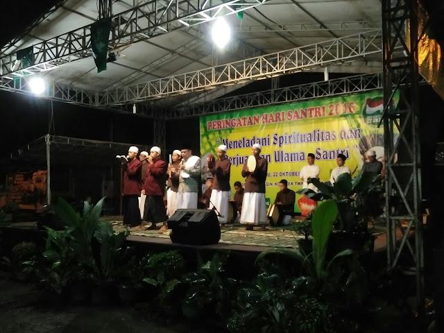 Malam Puncak Peringatan Hari Santri di Masjid al-Muttaqin, Komplek TNI AL, Ciangsana, Gunung Putri, Bogor Timur. Sabtu, (22/10/2016). Photo: Gus John