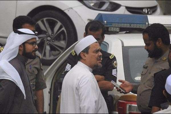 Tak Ditangkap, Habib Rizieq Diperiksa Polisi Saudi Soal Bendera yang Mirip Hizbut Tahrir