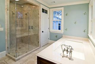 Glass shower doors – original interior decision