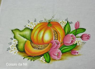 pano de copa com pintura de moranga e tulipas