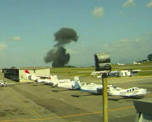 Momento exacto del accidente de la avioneta en el aeropuerto Caracas (+ Video)